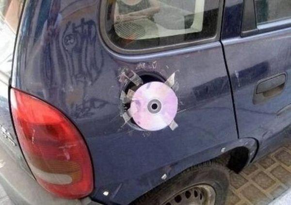 Приклеенный диск на бак авто