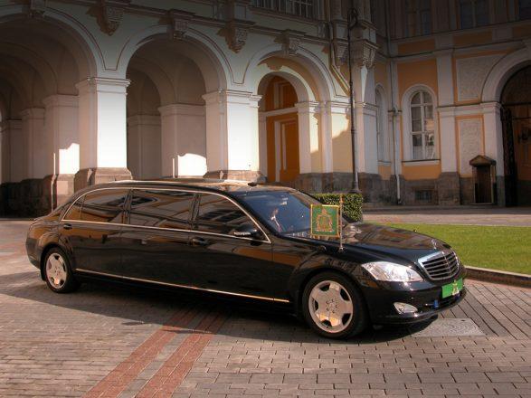 Автомобиль патриарха Кирилла