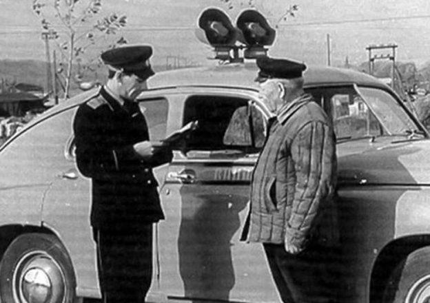 Гаишник и водитель в СССР