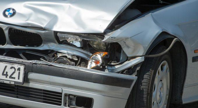 Разбитая фара на авто