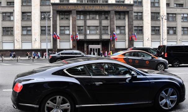 Машины возле здания Госдумы