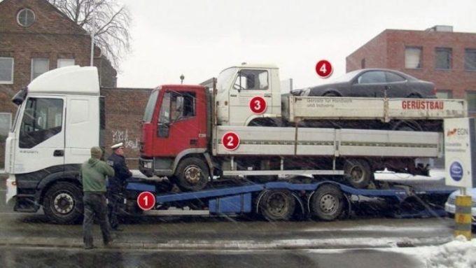 Три машины на эвакуаторе
