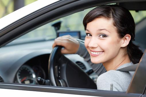 Девушка за рулём.