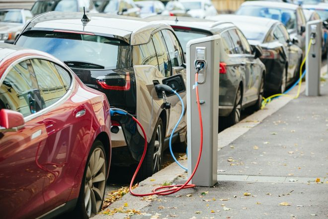 Зарядка электромобилей.