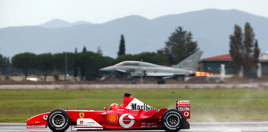 Михаэль Шумахер гонки с самолётом.