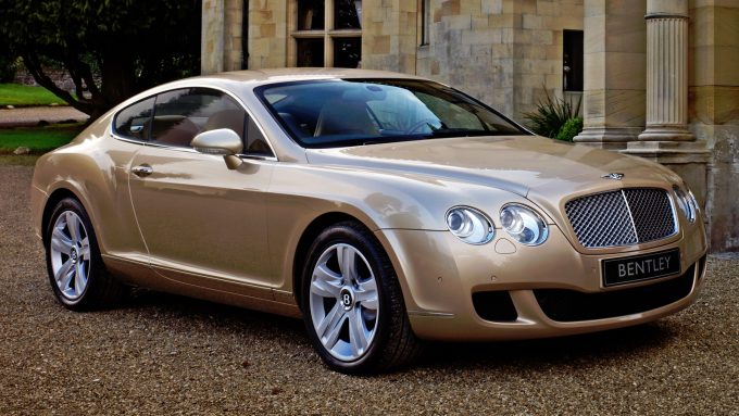 Светло-коричневое авто.