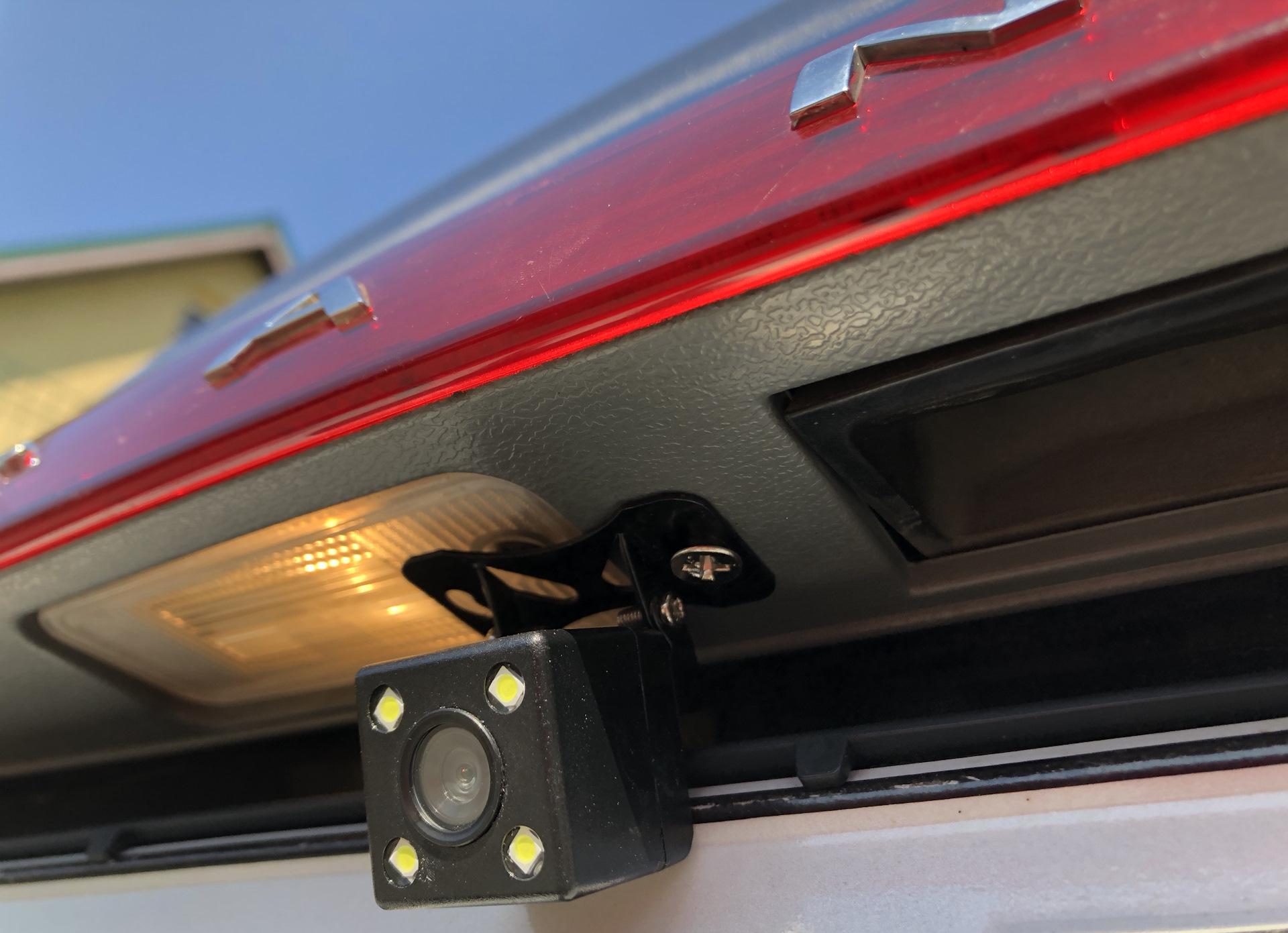 камера заднего вида на багажнике