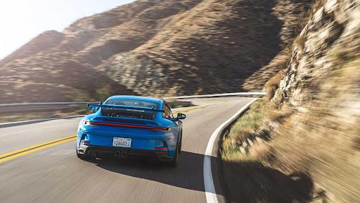 Porsche 911 GT3 сошелся в новой дуэли против GT3 RS